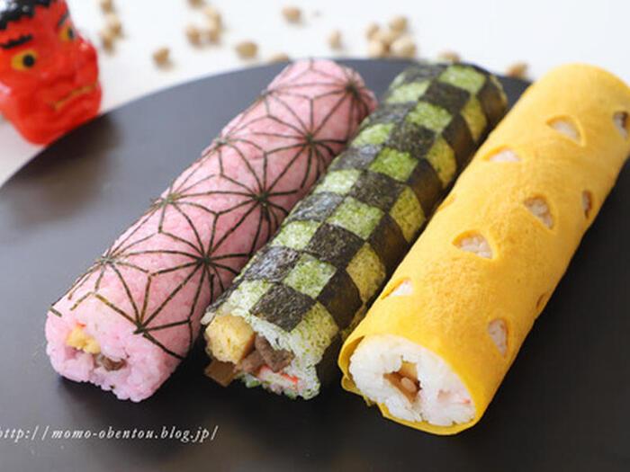 人物キャラの顔を作るのは難しそうだけど、これならできそう!桜でんぶや青海苔で色付けしたり、薄焼きたまごでくるんだりしておしゃれな巻き寿司にチャレンジ♪