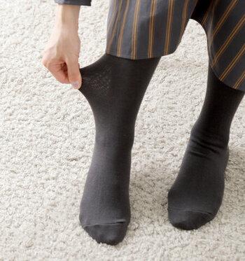 コットンの混紡率が高いタイツは、なめらかな肌触りでお肌の弱い方も安心して履けます。通気性も良いので蒸れにくい。