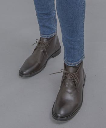 サイズが合っているのに指が痛いのなら、ブーツの中で指がすべっている可能性が。正しい位置で履くために、靴ひもをしっかりと結んで足を固定してみてください。