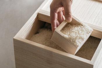 付属している1合升でお米を量るのも、昔懐かしい感じがします。桐の手触りも心地良く、お米を炊く作業が楽しみになりそう。