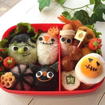 ハロウィンを盛り上げる、おばけまみれの弁当!海苔とチーズをフル活用して、小さなおにぎりや茹でたまご、ウインナーが表情豊かに描かれています。かぼちゃのピックはお手製なのだとか。素敵ですね♪