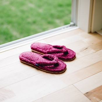 色鮮やかなオーガニックタオルで人気のブランド「Hippopotamus(ヒポポタマス)」のタオル地を使った、贅沢なルームサンダルです。