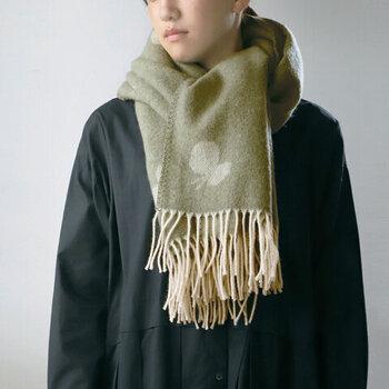 スウェーデンのテキスタイルメーカー「KLIPPAN(クリッパン)」と、人気ブランド「「minä perhonen(ミナペルホネン)」がコラボレーションして作ったストール。メリノウールとラムウールを素材に使用し、極上の質感に仕上げています。