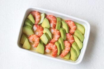 色味がきれいなマリネサラダは、食卓を華やかにします。海老のプリッとした食感とアボカドのまろやかな味がたまりません。食べ応えもバッチリ。
