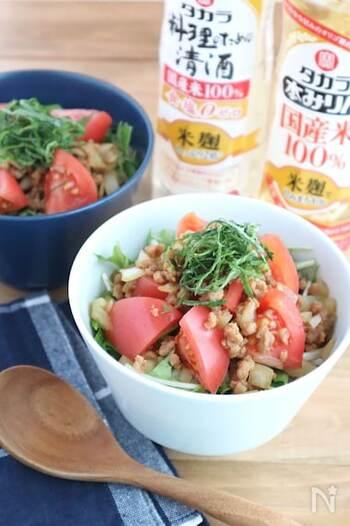 植物性のタンパク質から作られている大豆ミートを使った、丼ものレシピです。朝からしっかり食べたいけど、ちょっとヘルシーにしたいなという朝に寄り添うメニューになっています。味付けもとっても美味しいです。