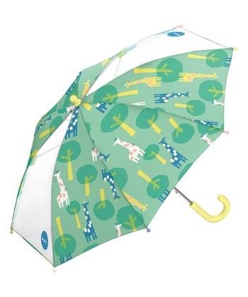 レイングッズで有名なWpc.(ダブリュピーシー)の子供用傘です。パステルカラーの子供らしい柄が人気。透明窓が2コマついているので、前後の安全も確認しやすいですね。マットタイプの持ち手を採用し、手触りも抜群。雨の日のお出かけが待ち遠しくなる傘ですよ。