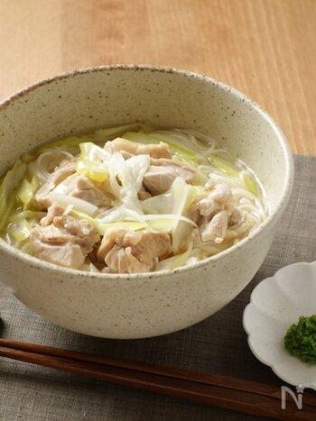 ごろっと入った鶏の出汁が染み渡る、あっさり味のにゅうめんです。体の芯から温まり、おつゆを飲み干したくなる優しい味がたまりません。