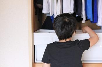 """""""自分で""""を応援*大人も子供も嬉しい「子供服収納」のアイディア7つ"""