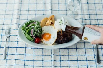 ハンバーグや揚げ物にかけてももちろん良し、炒め物やカルパッチョのソースなどにも使えて、お料理の幅がぐんと広がります。
