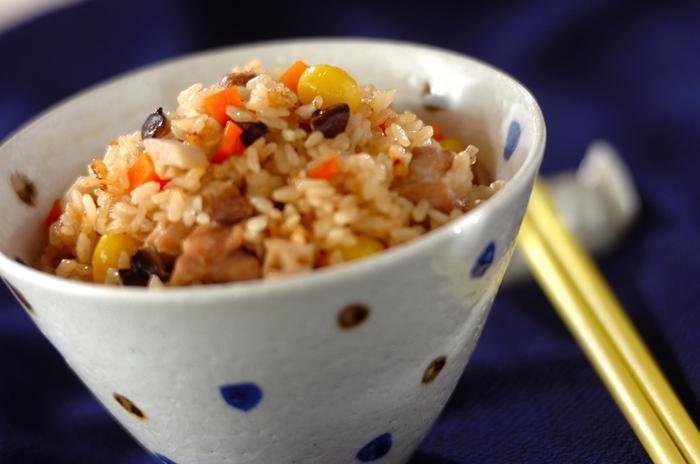 秋の味覚、ギンナンを使った炊き込みご飯。独特の香りと食感が、出汁の利いたご飯によく合います!