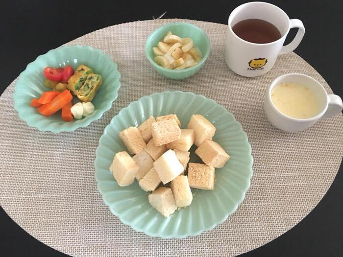 食物繊維や鉄分が豊富なきなこ。子供の大好きなお味ですよね。軽くトーストした食パンにきなこをまぶしたら、栄養たっぷりきなこトーストの完成です。ひとくちサイズにカットすれば、小さなお子さんも食べやすい♪