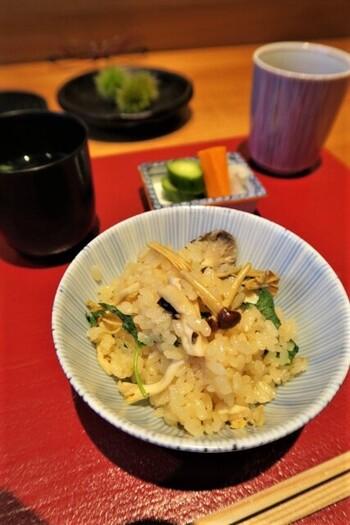 秋の味覚をたっぷりと!栗や茸など秋食材で作る「炊き込みご飯 」レシピ