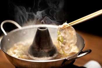 煙突タイプや仕切り付きも!「しゃぶしゃぶ鍋」のおすすめ&アレンジレシピ