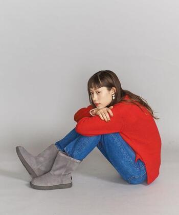 アウトドアメーカーのブーツは、防寒対策もばっちりで、いつものお洋服に合わせると、また違う表情を出してくれますよ。  画像/UGG(アグ)「CLASSIC SHORT(クラッシックショート)」