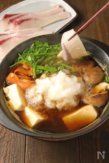 たっぷりの大根おろしでさっぱりと楽しむブリしゃぶ。野菜やきのこ、豆腐なども具材で加えれば栄養も満点です。ブリしゃぶと鍋物のおいしさが同時に味わえるのが贅沢ですね。