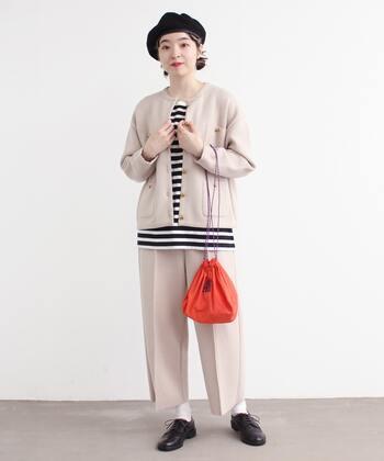 ウールのあたたかさを感じるワイドパンツは、ジャケットを同系色にすることでカジュアルすぎず統一感あるスタイルに。トップスや小物、ソックスで自分らしさをトッピング♪